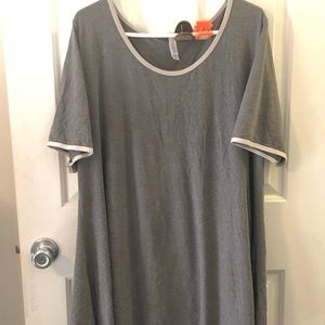 Size 3x LuLaRoe Perfect Tee